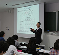 Special lecture at the University of Japan given by employees (Chiba Plant)